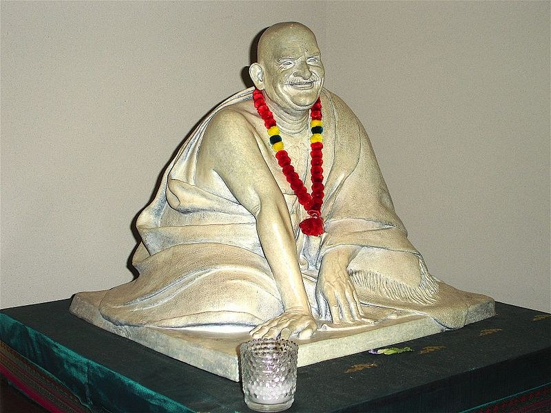 Home.fit neem-karoli-baba-statue The spiritual icon's autobiography, Part I [book review]